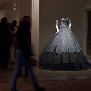 Robe De Bal Bleue - Bentley Gallery